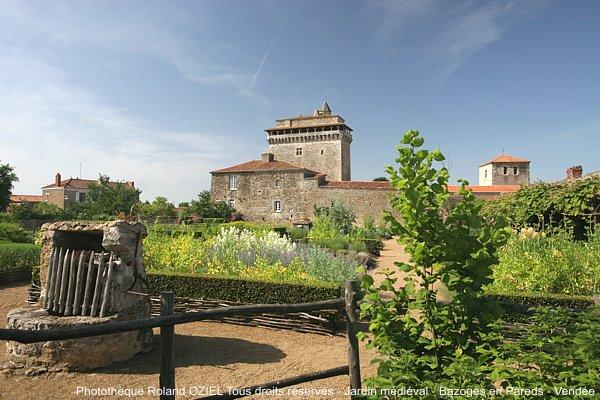 Jardin médiéval du Donjon de Bazoges en Pareds