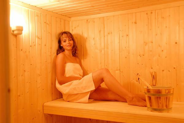 A room dedicated to the sauna, the fitness with a his proper shower
