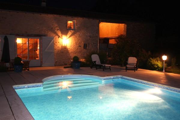 Gite avec eclairage nocturne et piscine