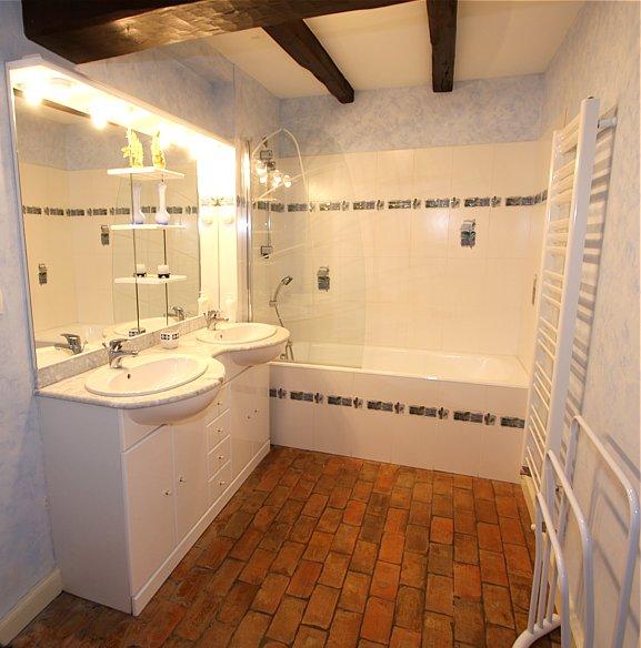 Salle de bains de la chambre Camelia du gite haut de gamme en Vendée